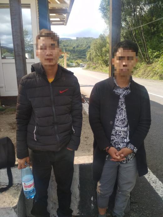 """Закарпатські правоохоронці затримали двох нелегальних """"мандрівників"""" з В'єтнаму"""