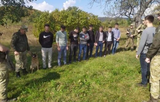 На Перечинщині затримали велику групу нелегалів з Туреччини