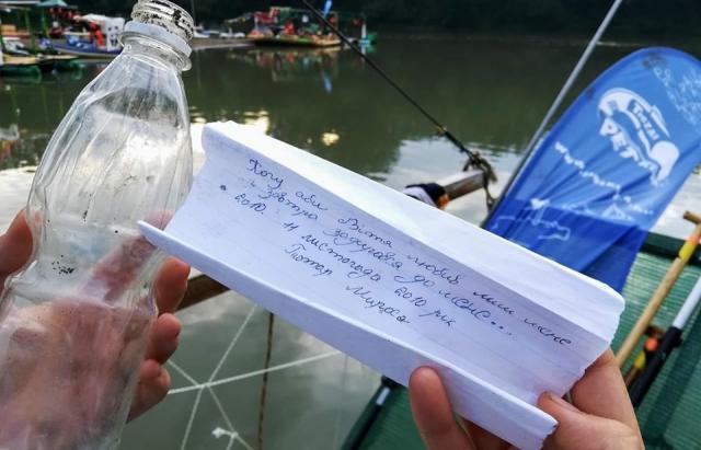 В Угорщині з Тиси виловили пляшку з любовною запискою закарпатки дев'ятирічної давності (відео)