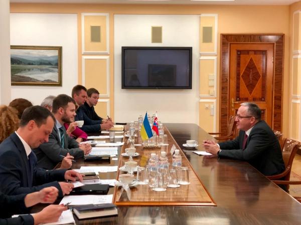 Міністра інфраструктури України просить Словаччину сприяти розвитку аеропорту «Ужгород»