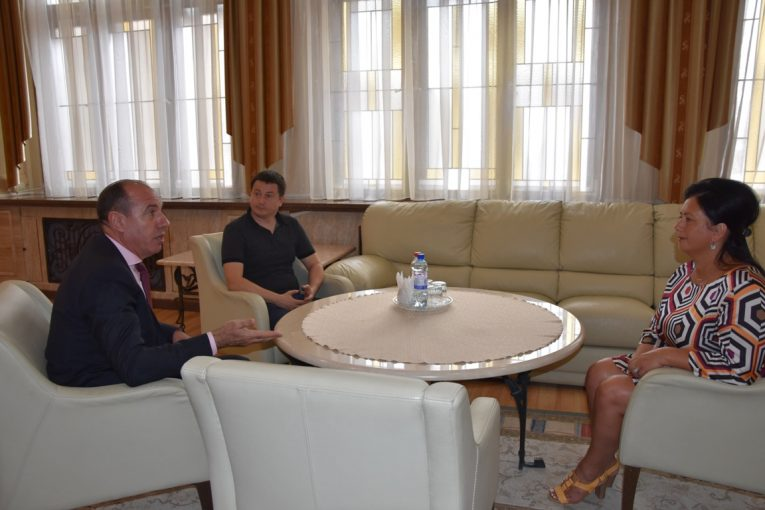 Голова Закарпатської ОДА та керманич Виноградівщини врегульовували питання вивезення побутових відходів