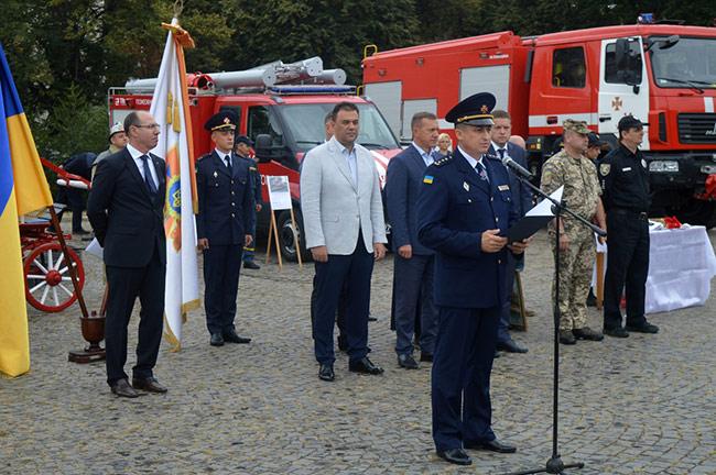 На площі Народній в Ужгороді вітали рятувальників із професійним святом (ФОТО)
