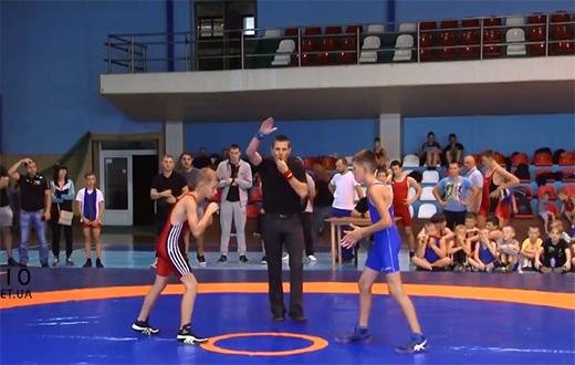Уперше в Ужгороді пройшов всеукраїнський турнір з греко-римської боротьби (ВІДЕО)