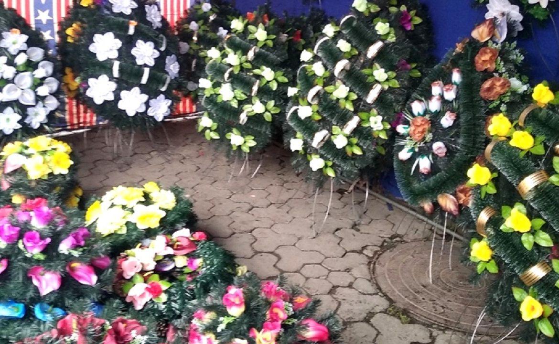 Де в Ужгороді торгуватимуть вінками та квітами