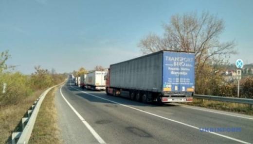 Під Ужгородом на словацькому кордоні – черга з 500 фур