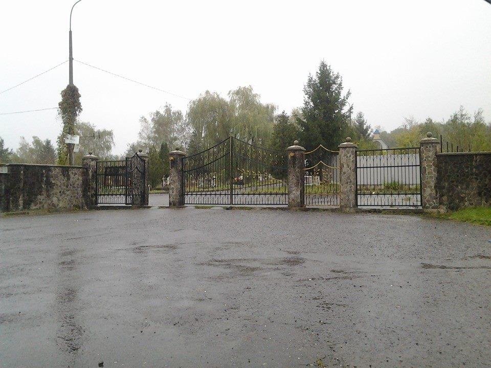 """В Ужгороді до Дня пам'яті померлих частіше курсуватимуть автобуси до кладовища """"Барвінок"""" (ГРАФІК)"""