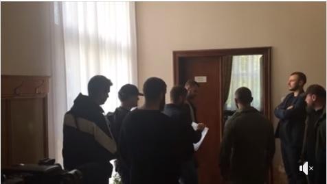 Закарпатські націоналісти передали керманичам Закарпаття звернення щодо майбутнього статусу Донбасу (відео)