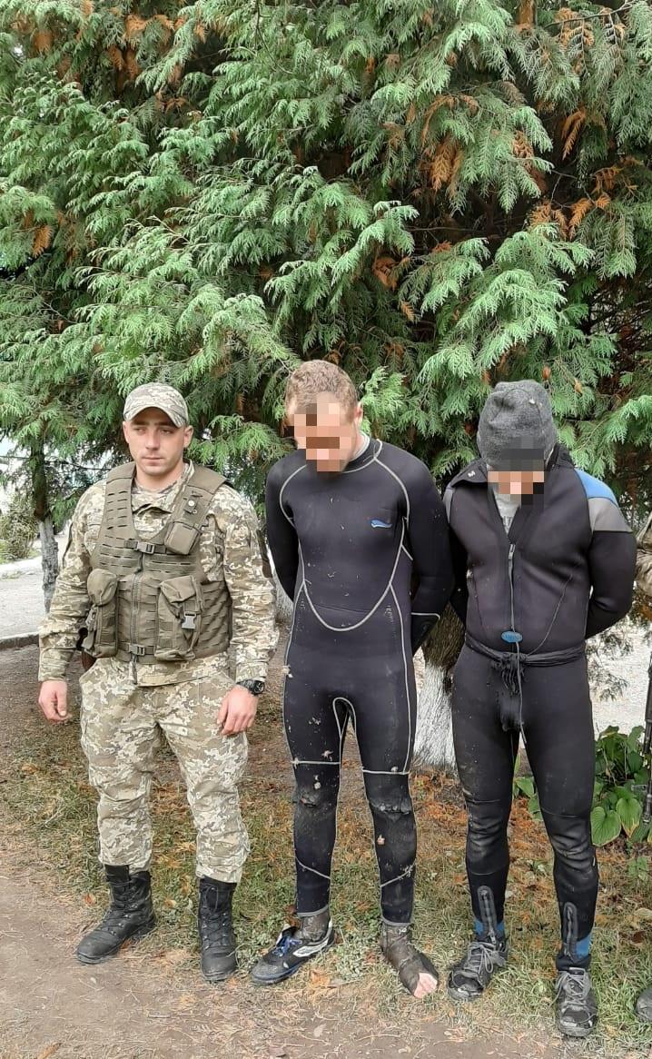 Закарпатські прикордонники затримали двох водолазів-контрабандистів, один з яких – неповнолітній