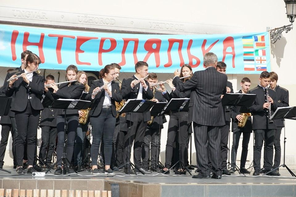Студенти Ужгородського музичного коледжу ім. Задора привітали концертом освітян із професійним святом