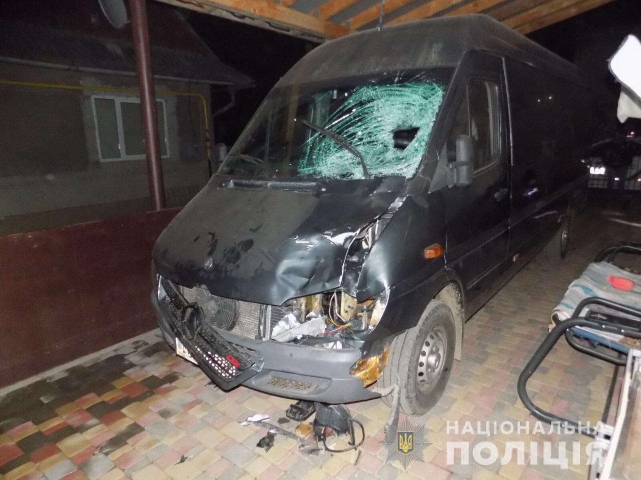 У Міжгір'ї п'яний водій мікроавтобуса смертельно травмував пішохода і втік
