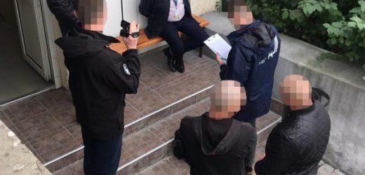В Ужгороді викрили на хабарі посадовця Державної міграційної служби