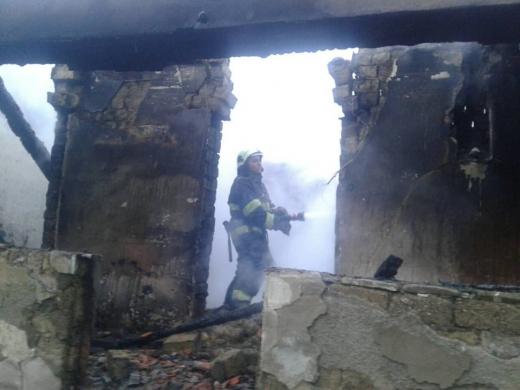 Під час гасіння пожежі в житловому будинку на Великоберезнянщині вогнеборці виявили тіло власника