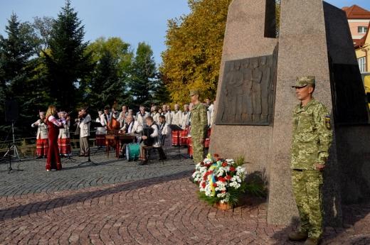 На Пагорбі Слави в Ужгороді вшанували пам'ять загиблих захисників України