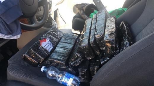В мікроавтобусі українця закарпатські прикордонники виявили сховані сигарети
