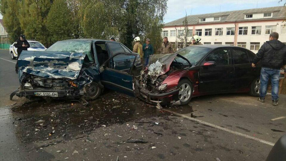 Внаслідок ДТП на Виноградівщині двоє людей опинилися в лікарні