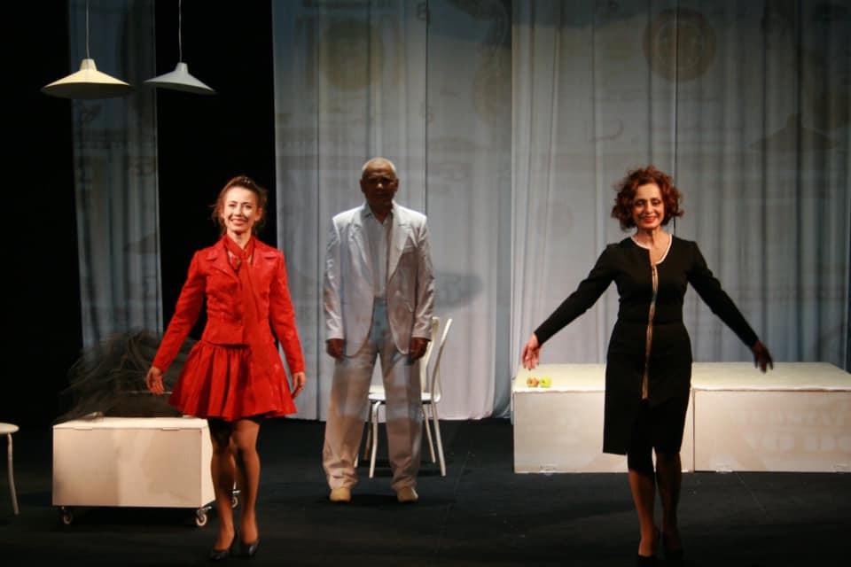 """Мукачівський драматичний театр розпочав 73-й сезон трагікомедію """"З днем народження, Генріх!"""""""