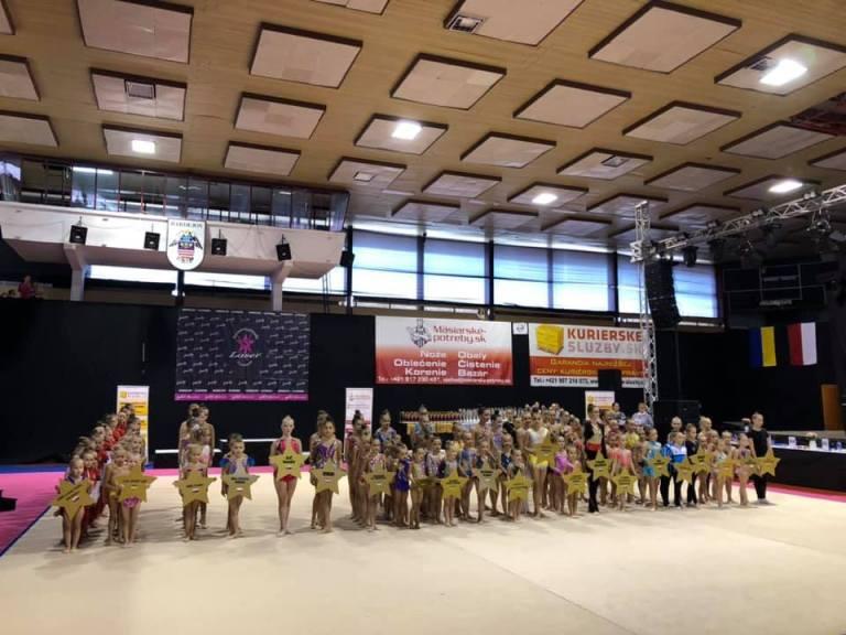 Юні ужгородські гімнастки вибороли 11 нагород на турнірі у Словаччині