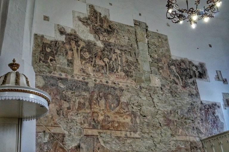 На Хустщині у Вишківській церкві під шаром вапна виявили середньовічний мурал