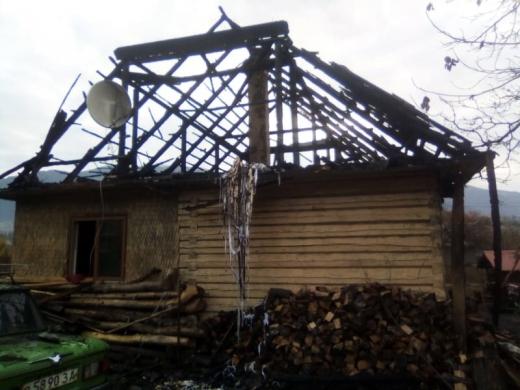 8-річна закарпатка врятувала з палаючого будинку молодшого братика