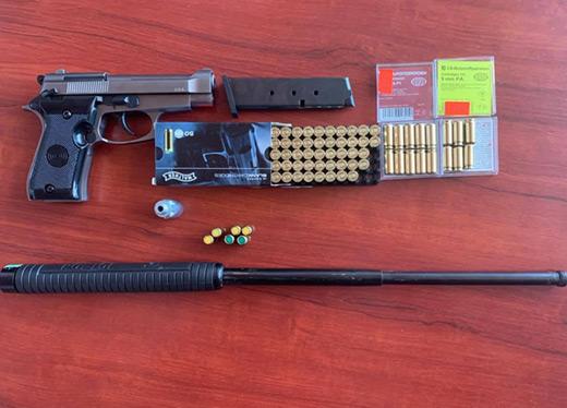 У мікроавтобусі українця закарпатські прикордонники знайшли газовий пістолет, патрони та кийок