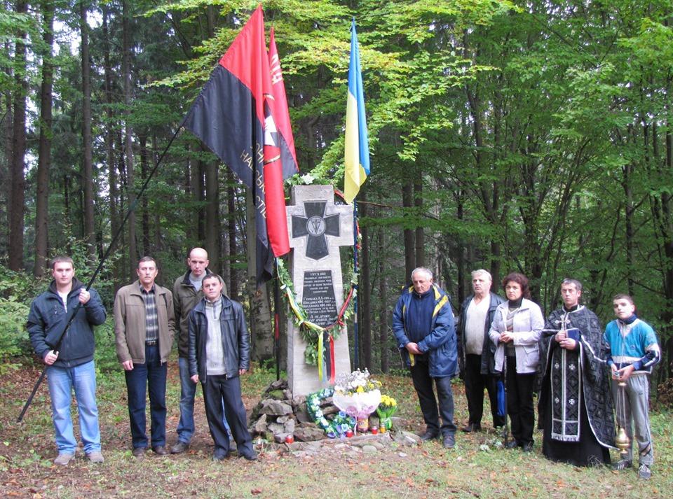 На Рахівщині відкрили пам'ятник розстріляним МГБістами землякам