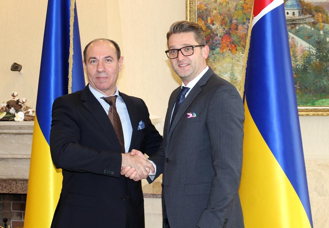 На Закарпаття прибув з робочим візитом посол Румунії в Україні
