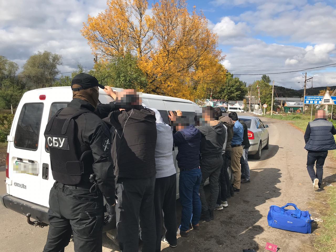 Співробітники СБУ викрили на Закарпатті організаторів переправлення нелегалів через кордон