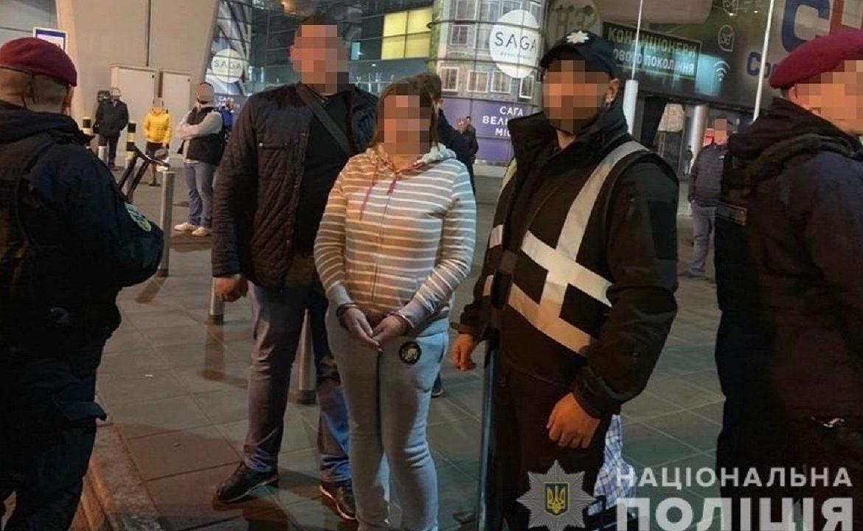 Розшукувану закарпатською поліцією злодійку екстрадували з Чехії, де вона переховувалась