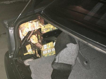 Закарпатські митники виявили у автівці румуна сховки з цигарками