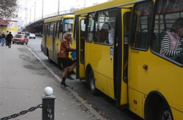 Одна з ужгородських маршруток змінює розклад руху