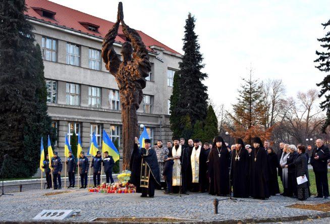 В Ужгородівідбувся мітинг-реквієм у пам'ять про Голодомор