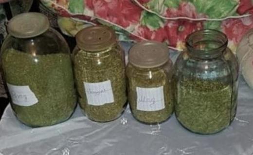 У берегівчанина вдома знайшли чотири банки з марихуаною