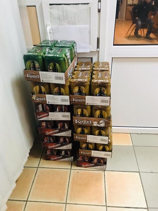 Закарпатські митники залишили порушника без чеського пива
