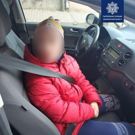 Ужгородські патрульні оперативно розшукали дитину, яка загубилася