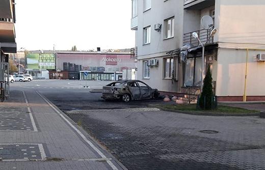 В Ужгороді вночі згоріла іномарка – ймовірно через підпал