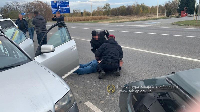 У мешканця Дніпра закарпатські правоохоронці вилучили півкіло метамфетаміну