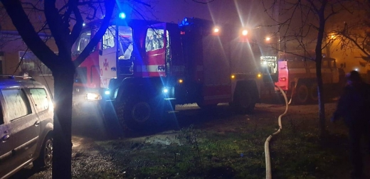 У Хусті вогнеборці врятували двох літніх людей під час гасіння пожежі в багатоповерхівці
