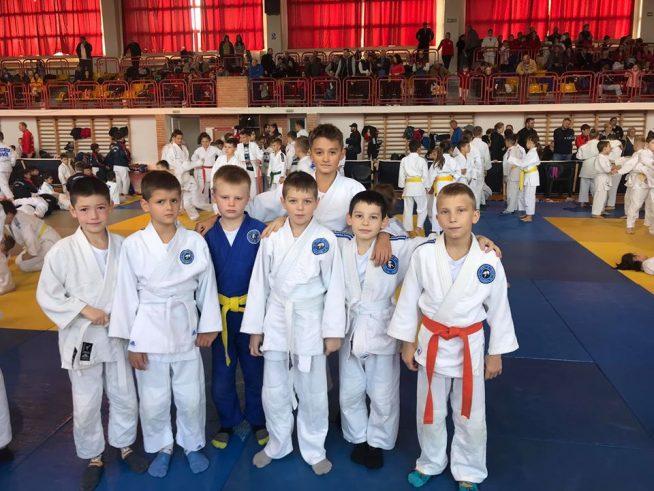 Юні дзюдоїсти з Ужгорода привезли золоту і бронзову медалі з міжнародного турніру в Румунії