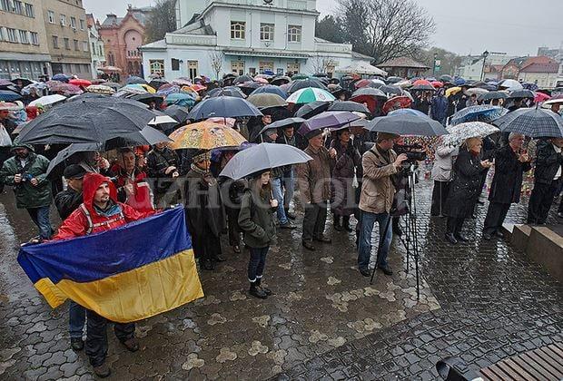 Для відзначення Дня Гідності та Свободи ужгородці сьогодні зберуться на Театральній площі
