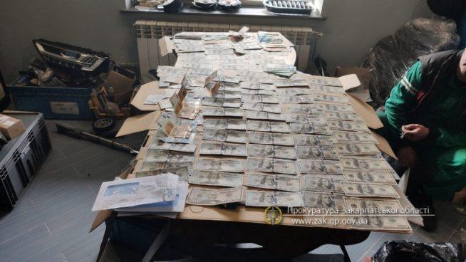 На Закарпатті інтернет-магазин автозапчастин підозрюють в ухиленні від сплати податків та митних платежів
