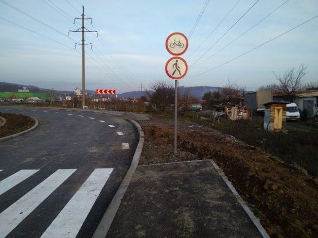 """В Мукачеві """"нахімічили"""" з новою дорогою за 30 млн до """"Сільверленду"""" (відео)"""