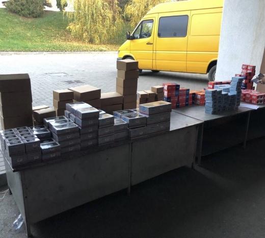 Закарпатські митники виявили у авто українця майже 144 кг каучукових пластирів для ремонту шин