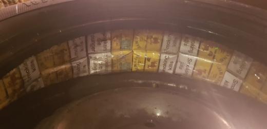 У колесах автівки іноземця закарпатські прикордонники виявили тютюнову контрабанду