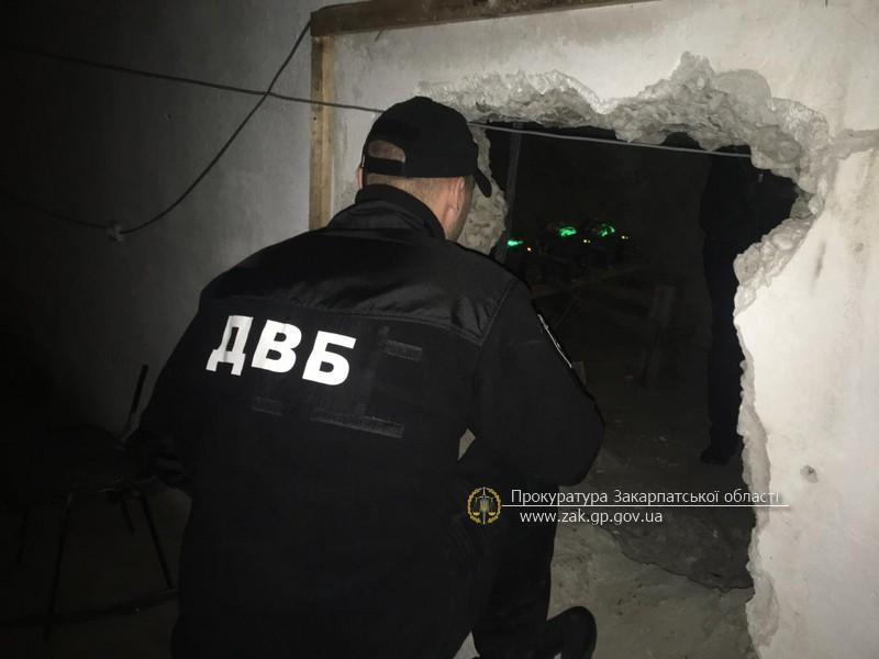 Закарпатські правоохоронці викрили склад з фасування марихуани та комп'ютерне обладнання, яке використовують для майнінгу криптовалюти