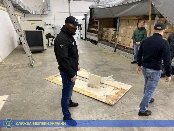 На Закарпатті співробітники Служби безпеки України вилучили 374 кілограми героїну
