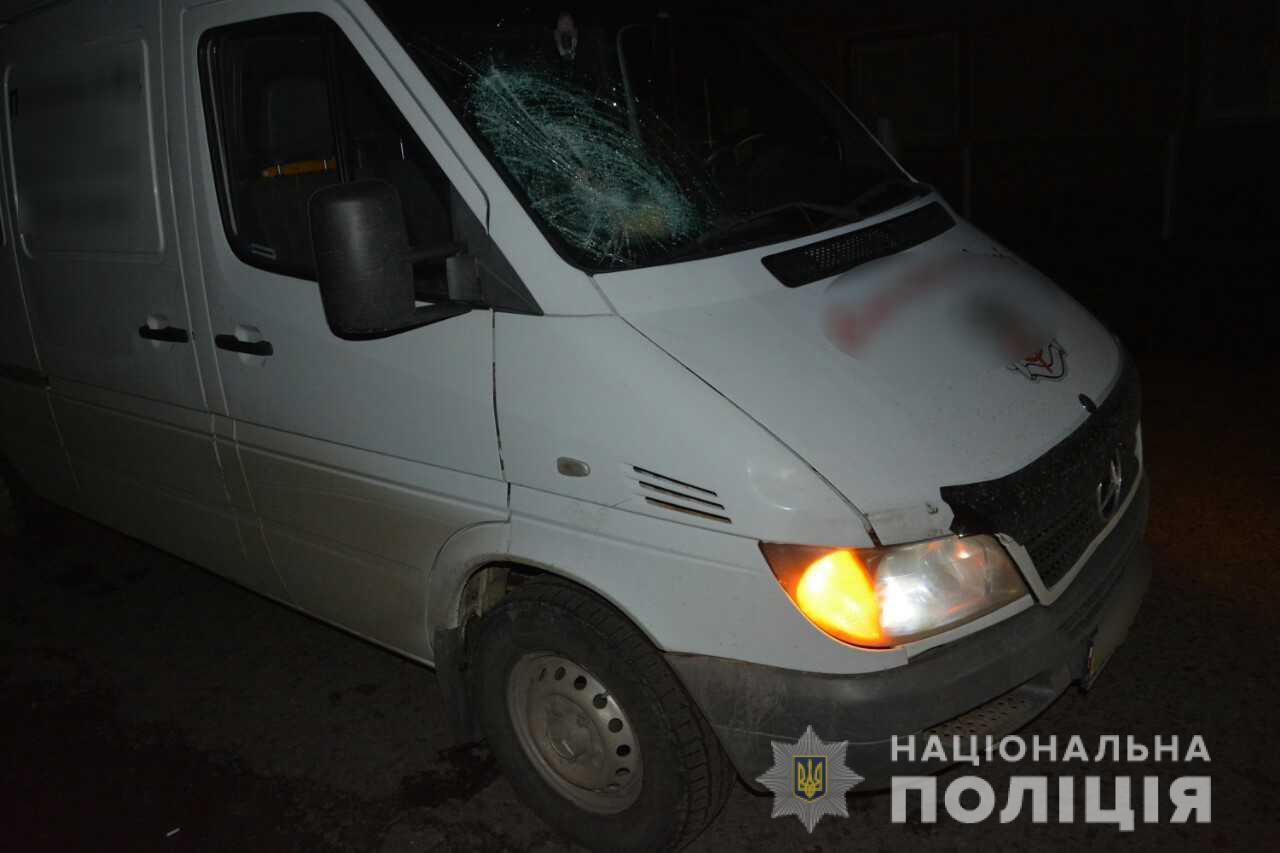 На Тячівщині п'яний пішохід потрапив під колеса мікроавтобуса і помер від травм у лікарні