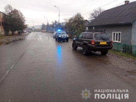 На Тячівщині водій за кермом джипа смертельно травмував пенсіонерку