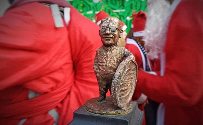 В Ужгороді відкрили міні-скульптуру, присвячену Мілтону Фрідману – нобелівському лауреату закарпатського походження