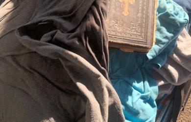 Закарпатські митники вилучили в українця, який їхав з Чехії, антикварну книгу