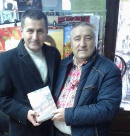 Акцію «Письменник за прилавком» підтримав письменник Андрій Дурунда